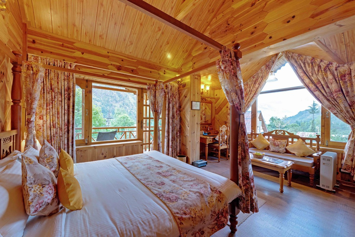 Deluxe Rooms  (Rohtang View)